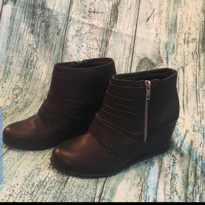 Shoes - Black Wedge Boots